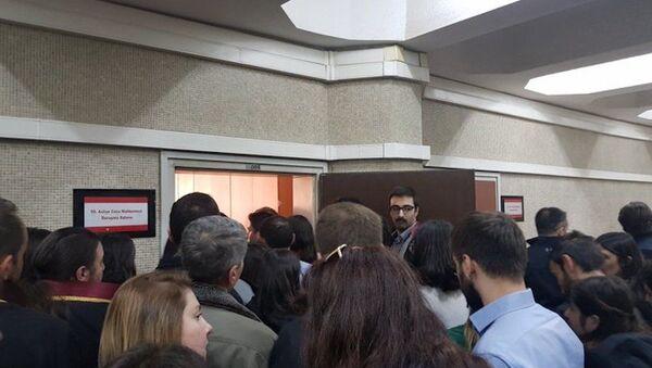 Çorlu tren kazasında yakınlarını kaybeden aileler ve avukatları - Sputnik Türkiye