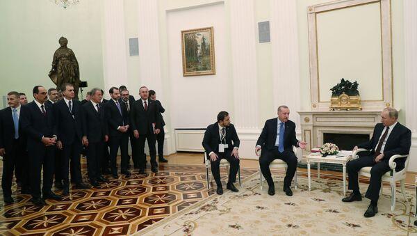Türkiye Cumhurbaşkanı Recep Tayyip Erdoğan ve Rusya Devlet Başkanı Vladimir Putin, Moskova'da bir araya geldi - Sputnik Türkiye