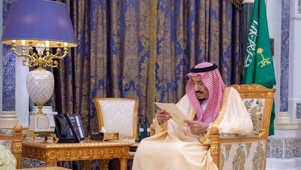 Suudi kraliyet sarayının 8 Mart 2020'de yayımladığı Kral Selman'ın fotoğrafları - Sputnik Türkiye