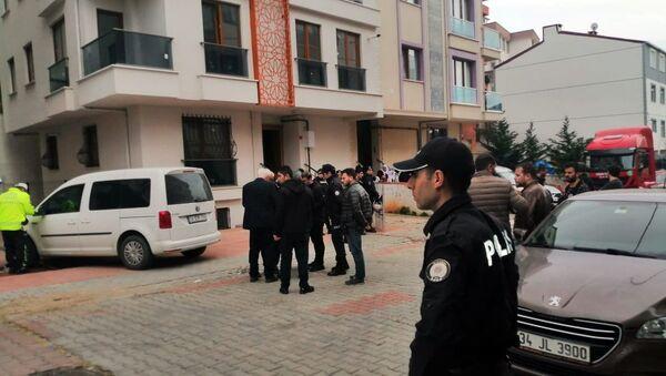 İstanbul Sancaktepe'de müteahhitle apartman sakinleri arasında rögar kokusu nedeniyle çıkan silahlı kavgada 2 kişi hayatını kaybederken, 1 kişi yaralandı. - Sputnik Türkiye