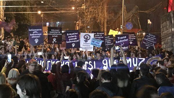 İstanbul'da 8 Mart Feminist Gece Yürüyüşü  - Sputnik Türkiye