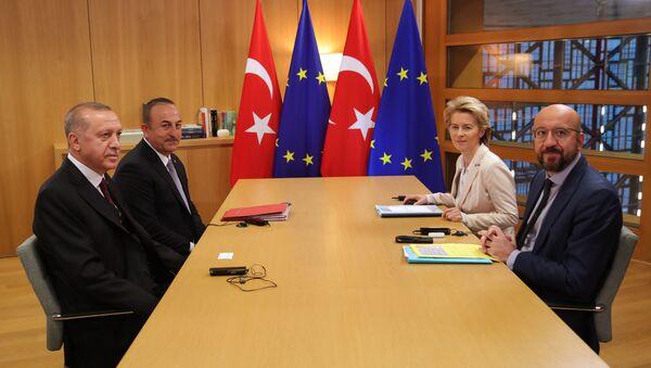 Türkiye Cumhurbaşkanı Recep Tayyip Erdoğan, Avrupa Birliği (AB) Konseyi Başkanı Charles Michel ve AB Komisyonu Başkanı Ursula von der Leyen - Sputnik Türkiye