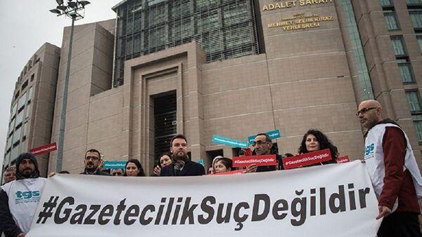 Türkiye Gazeteciler Sendikası, gazetecilerin tutuklanması protesto - Sputnik Türkiye