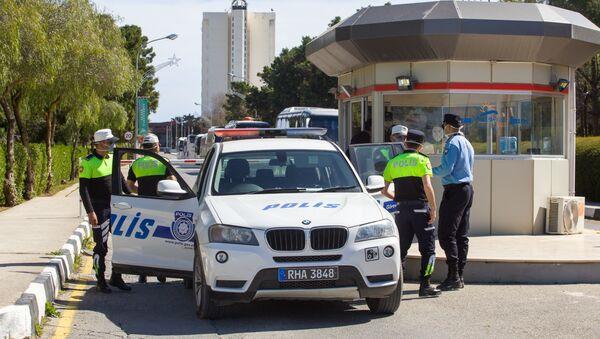 Kuzey Kıbrıs'ta Gazimağusa kentinde bir otel koronavirüs endişesi nedeniyle karantinaya alındı. - Sputnik Türkiye