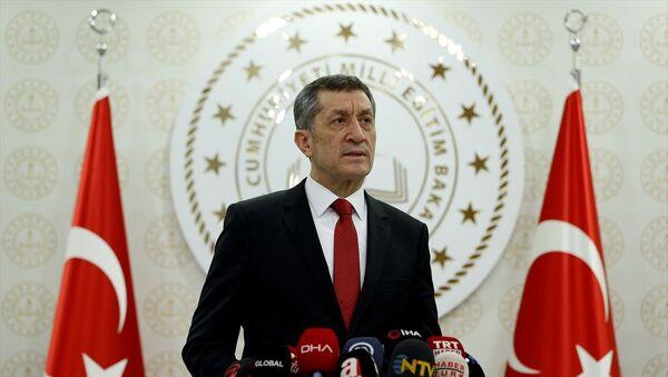 Milli Eğitim Bakanı Ziya Selçuk, bakanlık binasında basın mensuplarına açıklamalarda bulundu. - Sputnik Türkiye