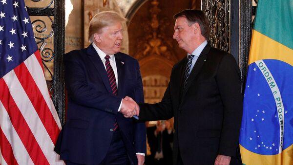 ABD Başkanı Donald Trump'ın Mar-a-Lago'da ağırlayıp el sıkıştığı Brezilya Devlet Başkanı Jair Bolsonaro'nun heyetindeki bir bakanda koronavirüs çıkmıştı. - Sputnik Türkiye