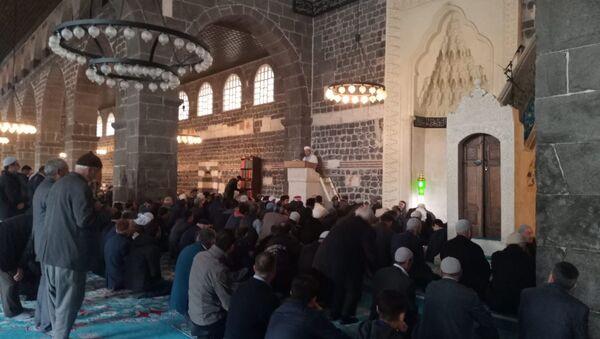 Diyarbakır Müftü Yardımcısı: Virüsü Allah'tan bir nimet olarak görüyorum - Sputnik Türkiye