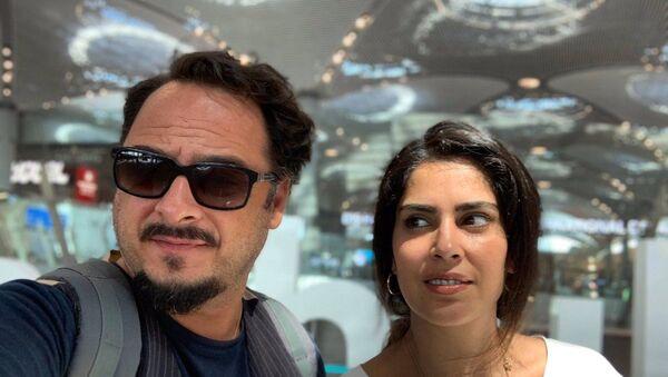Çok Gezenti - Burak Akkul ve eşi - Sputnik Türkiye