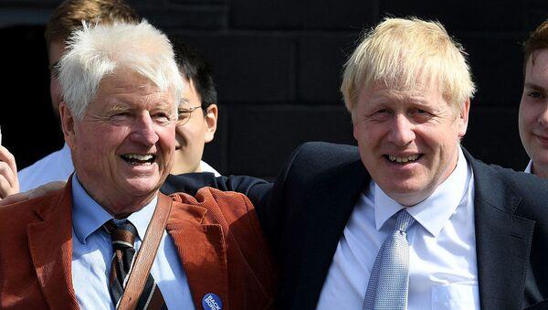 Boris Johnson - babası Stanley Johnson - Sputnik Türkiye