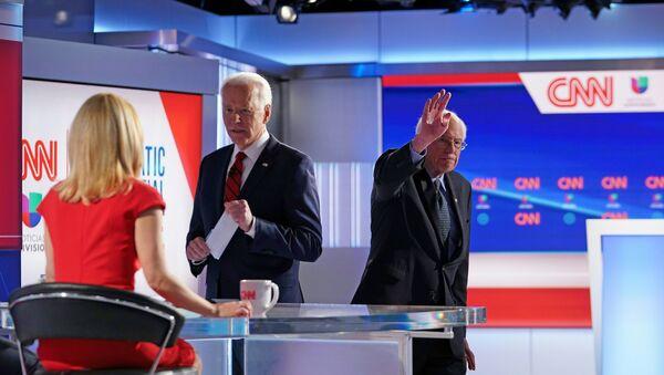 Eski Başkan Yardımcısı Joe Biden, Vermont Senatörü Bernie Sanders - Sputnik Türkiye