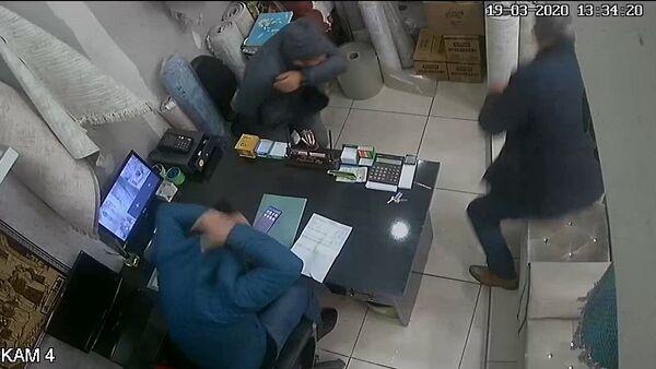 Müşteri hapşırdı mağaza karıştı - Sputnik Türkiye