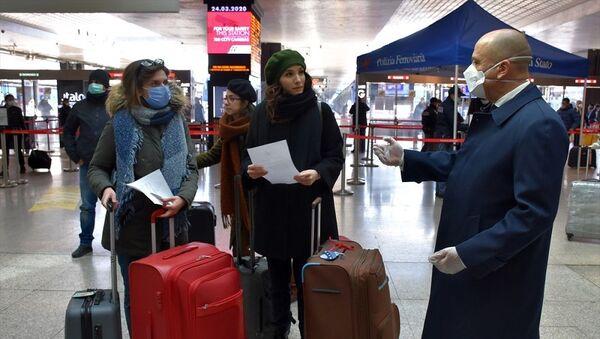 İtalya'daki Türk öğrenciler Kovid-19 nedeniyle yurda dönüş yolunda - Sputnik Türkiye