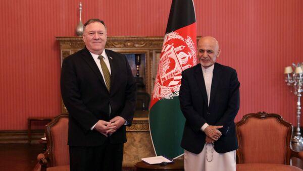 Mike Pompeo, Kabil'deki Afgan başkanlık sarayında Eşref Gani tarafından kabul edilirken (23 Mart 2020) - Sputnik Türkiye