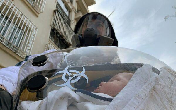 Bebeğini koronavirüsten korumak için 'bebek kapsülü' tasarladı - Sputnik Türkiye