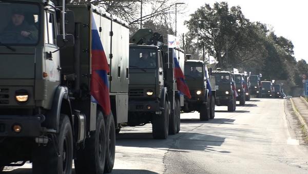 Rus askeri konvoy Bergamo'ya doğru yola koyuldu - Sputnik Türkiye