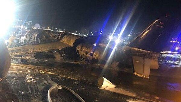 Filipinler'in başkenti Manila'dan Japonya'ya hasta taşıyan ambulans uçağınkalkıştaalev aldığı ve uçaktaki 8 kişinin öldüğü bildirildi. - Sputnik Türkiye