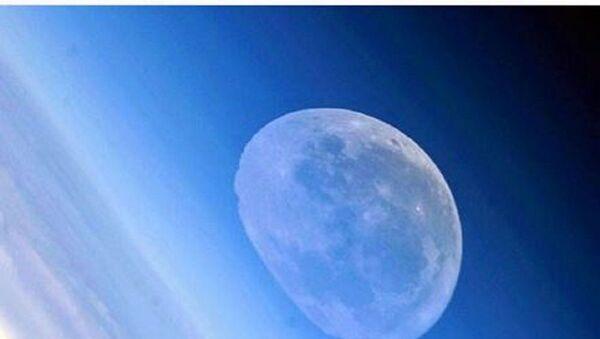 Rus kozmonotun çektiği eriyen ay - Sputnik Türkiye