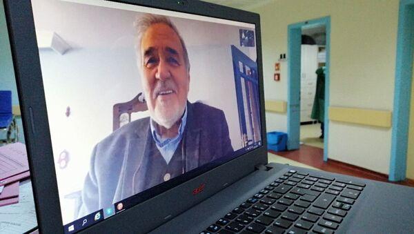 Tarihçi İlber Ortaylı, koronavirüsle mücadele eden sağlık çalışanlarıyla konuştu. - Sputnik Türkiye