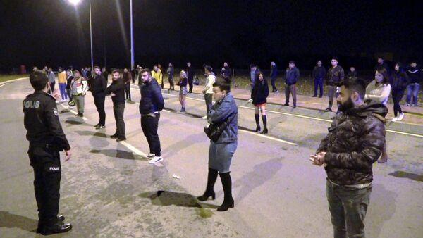 Koronavirüse rağmen 51 kişi bir araya geldi, drift yapıp dansöz oynattı - Sputnik Türkiye