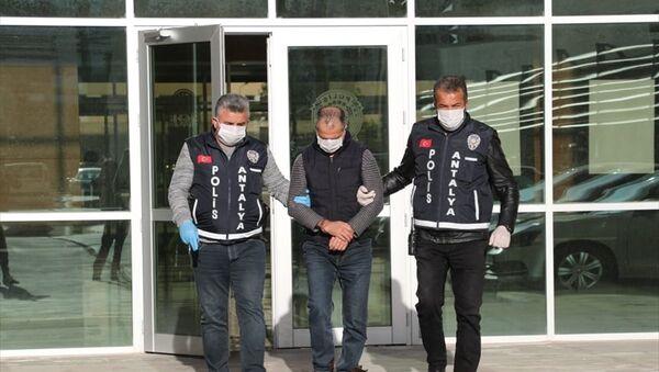 Polislere Koronalıyım diyerek tüküren kişi tutuklandı - Sputnik Türkiye