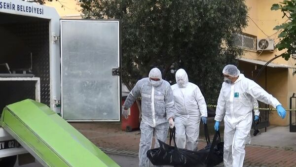 Arkadaşını ziyarete gittiği evde öldü, Kovid-19 testi yaptırdığı ortaya çıktı - Antalya - Sputnik Türkiye