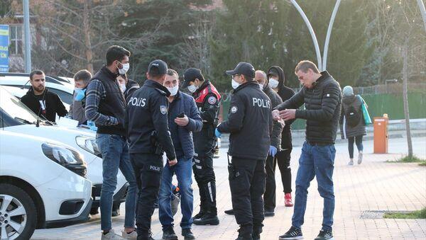 Bolu'da, yeni tip koronavirüse (Kovid-19) karşı yürütülen tedbirlere uymayanlara ceza kesildi - Sputnik Türkiye