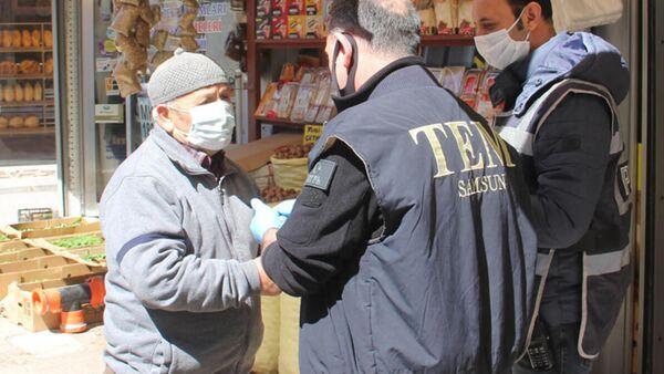 Polisin yaşını sorduğu adam '60'ı biraz geçtim' dedi, 80 yaşında çıktı - Sputnik Türkiye