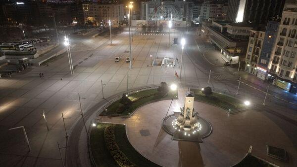İstanbul'da İstiklal Caddesi ve Taksim gece drone ile görüntülendi. - Sputnik Türkiye