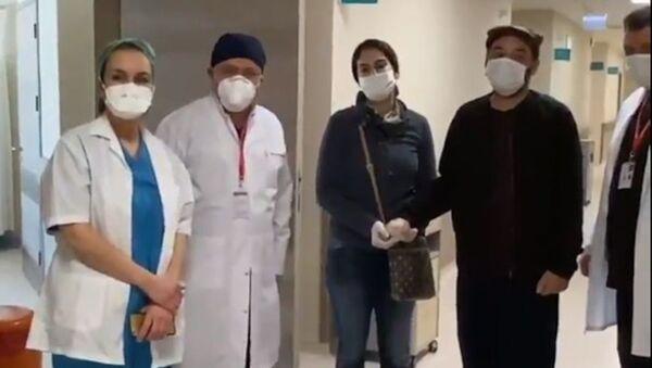 Burak Akkul ve eşi Seda Akkul taburcu edildi - Sputnik Türkiye