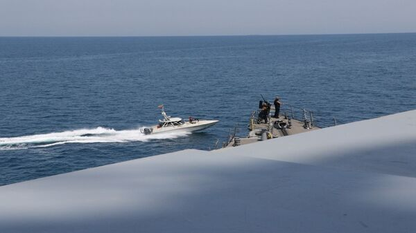 ABD Donanması, İran Devrim Muhafızları Ordusuna (DMO) bağlı sürat botlarının Basra Körfezi'ndeABD savaş gemilerini taciz ettiğini açıkladı. - Sputnik Türkiye
