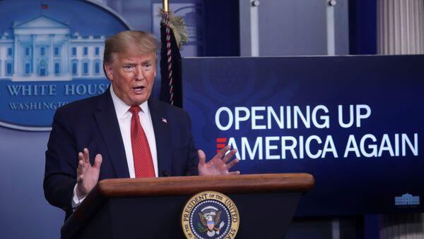 ABD Başkanı Trump, ülkesinde alınan koronavirüs önlemlerinin 3 aşamalı şekilde gevşetileceğini ancak kararın eyalet valilerinde olduğunu duyurdu. - Sputnik Türkiye