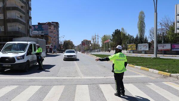 Malatya'da sokağa çıkma kısıtlamasını ihlal eden 159 kişiye 500 bin 850 TL idari para cezası kesildi. - Sputnik Türkiye