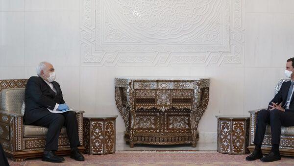 İran Dışişleri Bakanı Muhammed Cevad Zarif, Suriye Devlet Başkanı Beşar Esad - Sputnik Türkiye