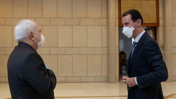 İran Dışişleri Bakanı Muhammed Cevad Zarif ve Suriye Devlet Başkanı Beşar Esad - Sputnik Türkiye