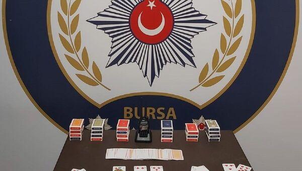 Polis telsizi dinleyerek kumar oynayan 22 kişiye 69 bin 300 lira ceza - Sputnik Türkiye