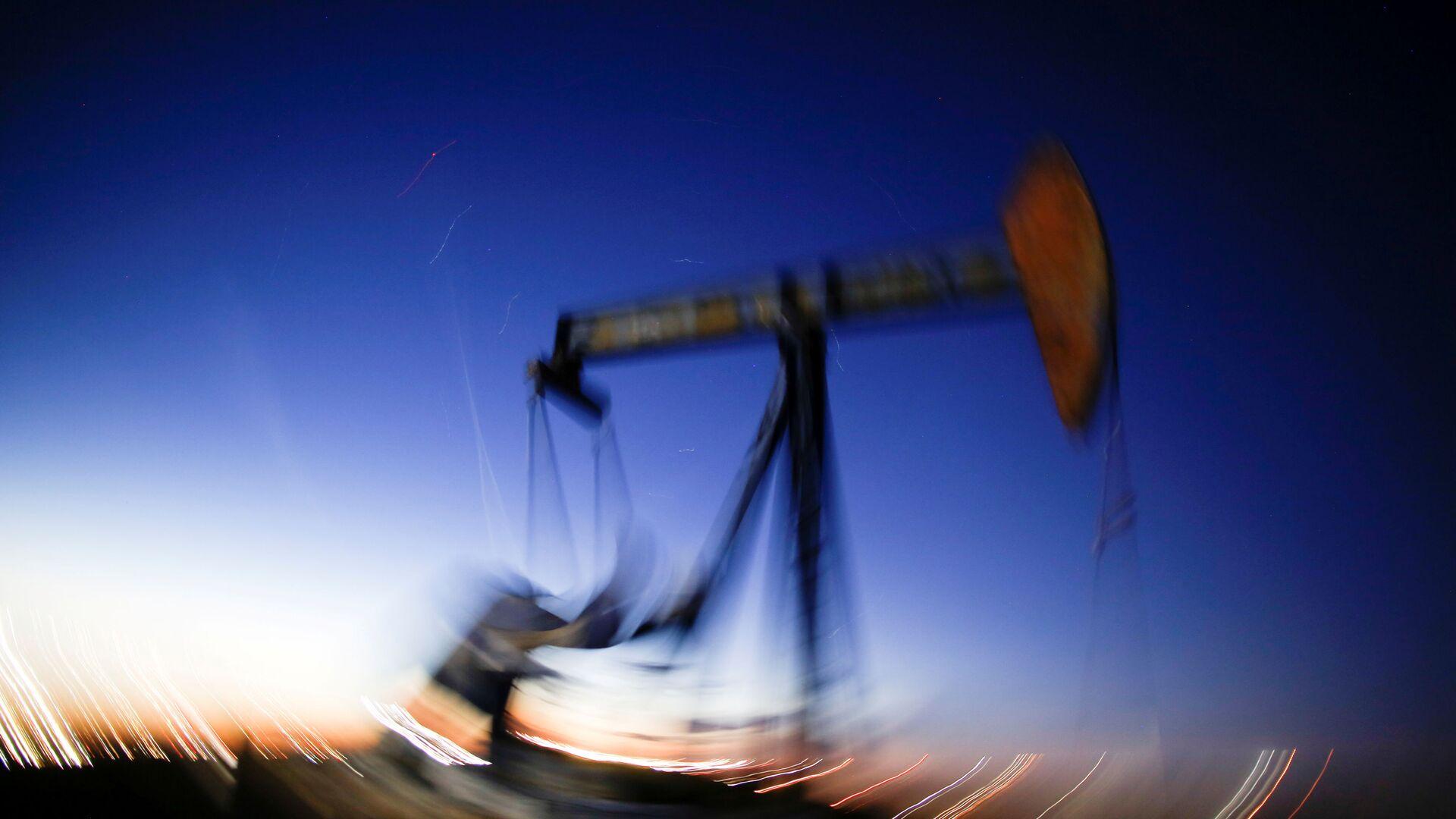 ABD'nin Teksas eyaletinde ham petrol çıkaran bir pompa - Sputnik Türkiye, 1920, 27.09.2021
