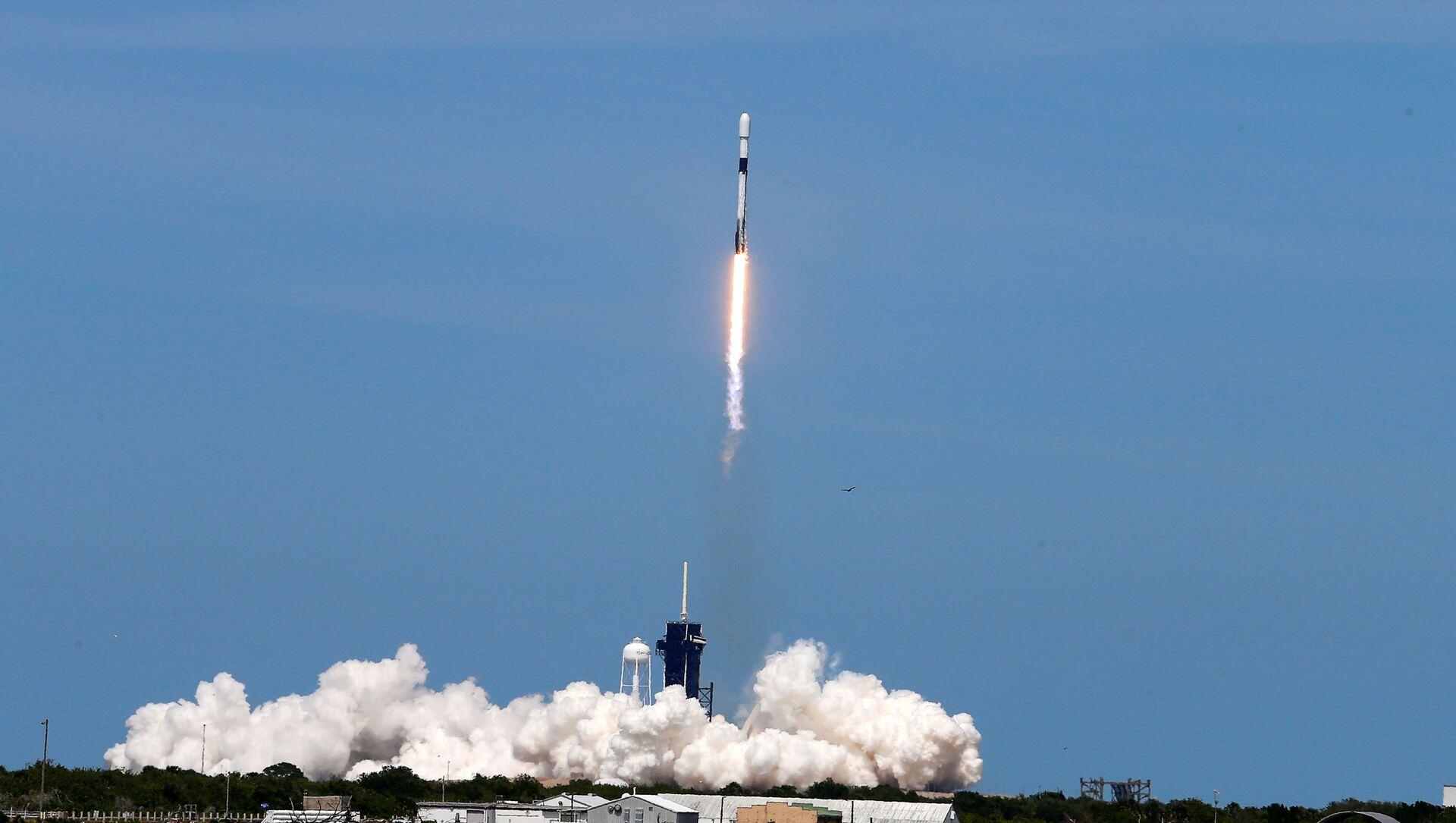 Starlink uydu ağının 6'ncı halkası 60 uydu, SpaceX üretimi Falcon 9 roketiyle ABD'nin Florida eyaletindeki Cape Canaveral Üssü'nden fırlatıldı. - Sputnik Türkiye, 1920, 05.05.2021