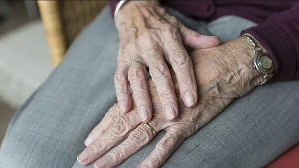 Yaşlı kadın eli - Sputnik Türkiye