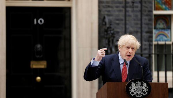 Koronavirüs mücadelesinin ardından 22 gün sonra göreve dönen İngiltere Başbakanı Boris Johnson, Başbakanlık konutu önünde bir basın toplantısı düzenledi. - Sputnik Türkiye