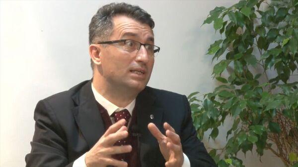 Sakarya Üniversitesi (SAÜ) Tıp Fakültesi Enfeksiyon Hastalıkları ve Klinik Mikrobiyoloji Ana Bilim Dalı Başkanı Prof. Dr. Oğuz Karabay - Sputnik Türkiye