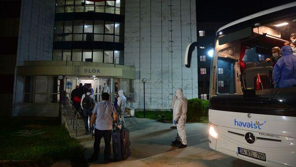 Kuveyt'ten getirilen 99 Türk vatandaşı Çanakkale'de yurda yerleştirildi - Sputnik Türkiye