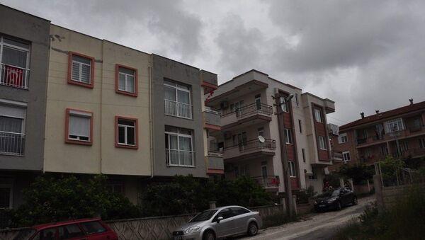 Antalya'da 3. kattan düşen çocuk  portakal ağacına takılarak kurtuldu - Sputnik Türkiye