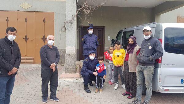 Evinin önünde oynayan 4 yaşındaki çocuğa 3 bin 150 lira para cezası kesildi - Sputnik Türkiye
