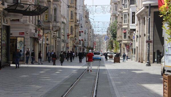 İstiklal Caddesi'nde dikkat çeken yoğunluk - Sputnik Türkiye