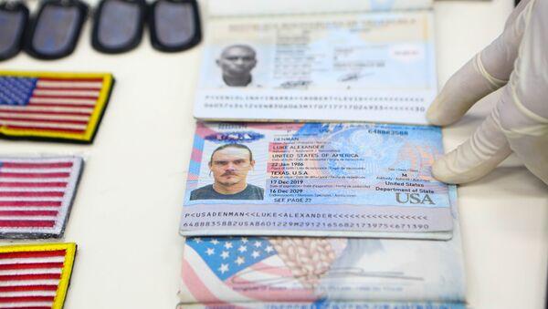 Venezüella'daki darbe girişimine katılan eski ABD askerlerinin kimlik bilgilerini gösteren belgeler - Sputnik Türkiye
