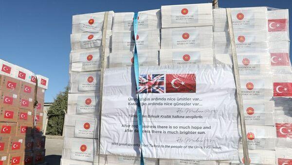 Türkiye'den İngiltere'ye tıbbi yardım malzemesi desteği - Sputnik Türkiye