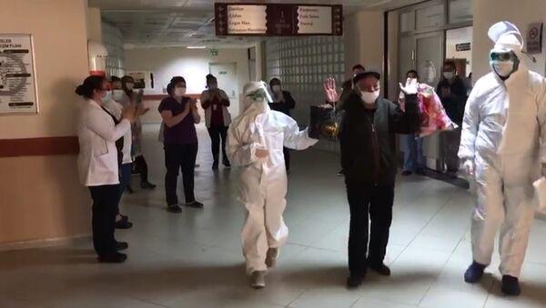 KOAH ve şeker hastalığı da bulunan 72 yaşındaki Kovid-19 hastası taburcu oldu - Sputnik Türkiye
