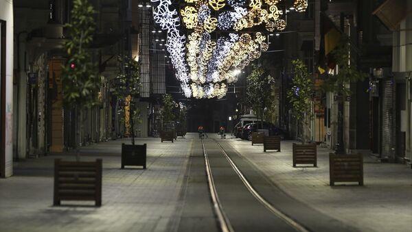 Sokağa çıkma kısıtlamasının başlamasıyla İstanbul sokakları da sessizliğe büründü - Sputnik Türkiye