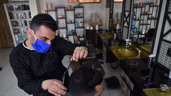Berber, kuaför ve güzellik salonları yeniden faaliyete geçti - Sputnik Türkiye