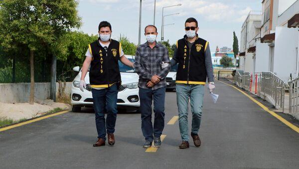 Sokak köpeklerini döven güvenlik görevlisi - Sputnik Türkiye